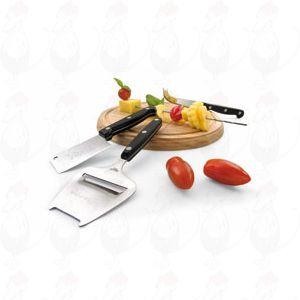 Kaasplank met kaasschaaf en twee messen.